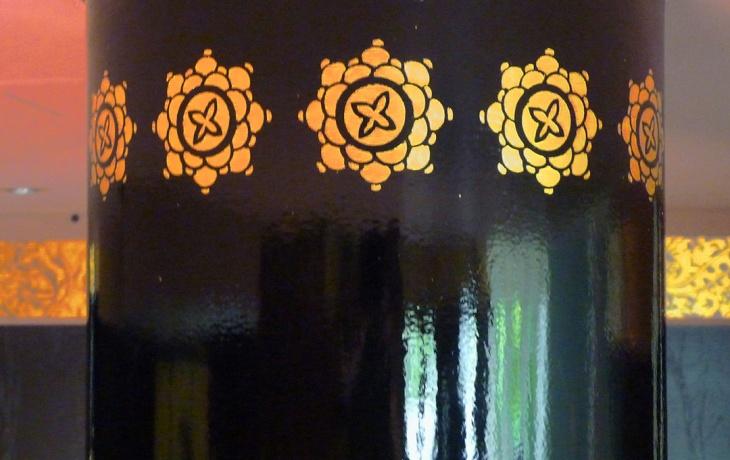 Farbdesign - Wandgestaltung mit Goldornament 2