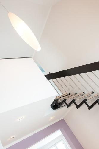 Maler - Malerarbeiten - Tapete - Anstrich - Innenraumgestaltung - Treppe (Detail)