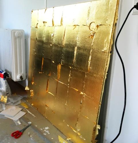 Wand vergolden - Wandvergoldung - Blattgold - Vergoldung - Messe - Messebau - Ausstellungsbau - Museumsbau - Showroom - Messestand - Wandbild