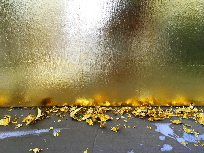 Vergoldung mit Schlagmetall - Goldwand - Messe - Messebau - Ausstellungsbau - Museumsbau - Showroom - Messestand